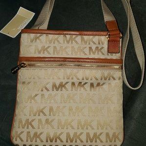 Nwt Michael Kors crossbody purse